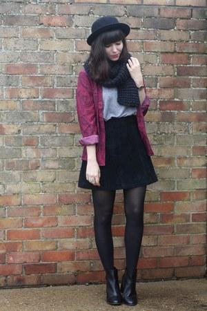 maroon paisley kimono jacket - black chelsea boots - black suede skirt