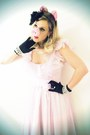 Light-pink-vintage-dress-black-vintage-gloves