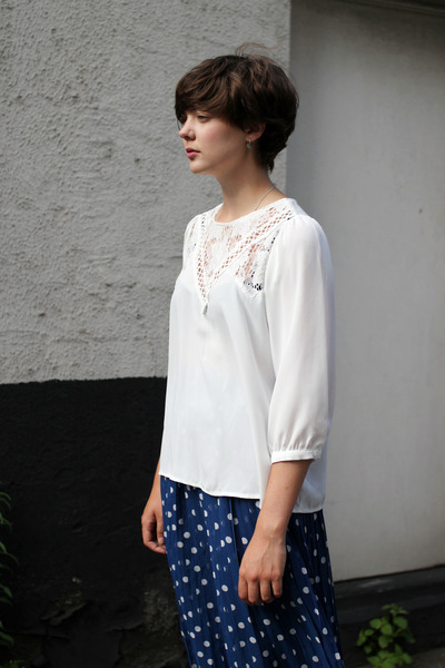 white embroidery THE WHITEPEPPER blouse