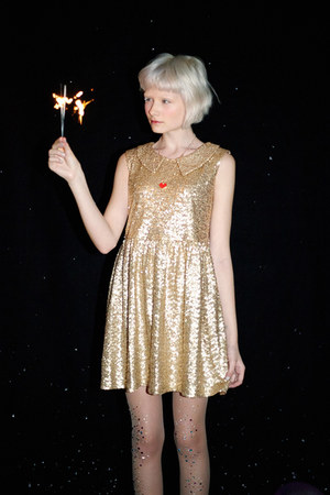 gold THE WHITEPEPPER dress - red THE WHITEPEPPER necklace