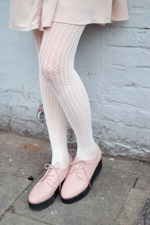 white zigzag THE WHITEPEPPER stockings