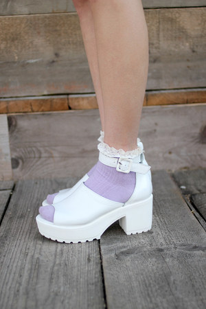 THE WHITEPEPPER sandals