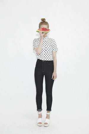 white THE WHITEPEPPER top - black THE WHITEPEPPER jeans