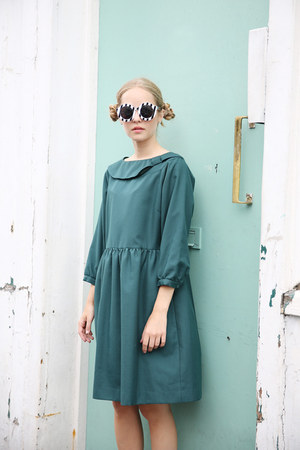 teal THE WHITEPEPPER dress - black THE WHITEPEPPER sunglasses