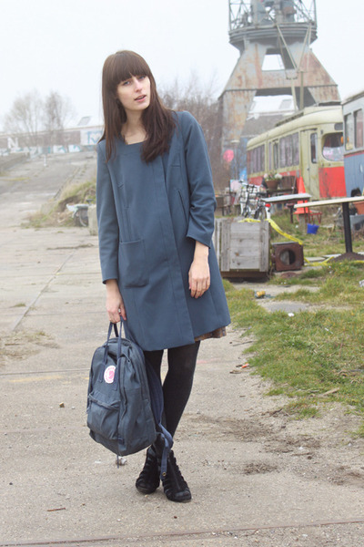 blue H&amp;M coat - blue Fjllrven bag