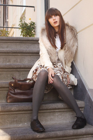 H&M coat - H&M scarf - Timeless Shoes flats