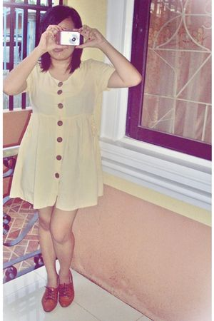 yellow dress - brown shoes