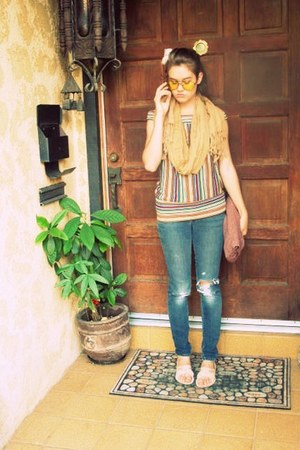 brown shirt - mustard shoes - camel glasses