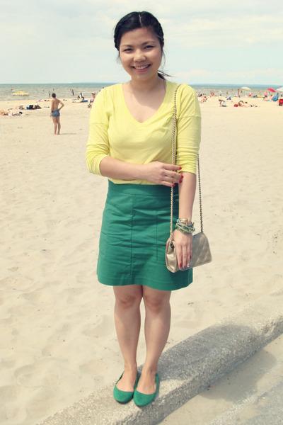 hm flats - thrifted vintage bag - Gap skirt - Gap t-shirt
