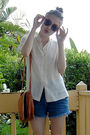 White-vintage-blouse-blue-levis-shorts-brown-vintage