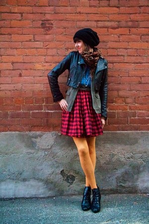 red buffalo check Sirens Outlet dress - black lace-up H&amp;M boots