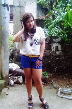 blue shorts shorts - thrifted polo blouse - yellow belt belt