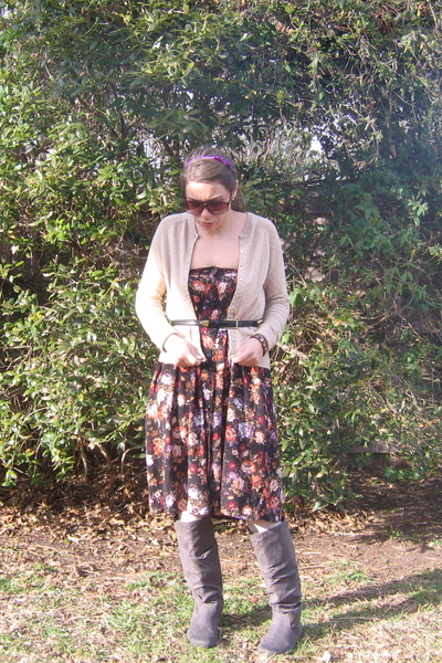 dress - gray Amazoncom boots - cardigan - black belt