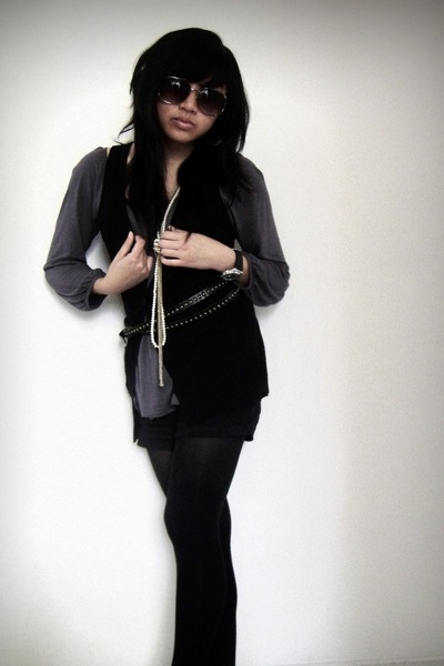 black f21 vest - gray unknown blouse - black Old Navy shorts - black unknown tig