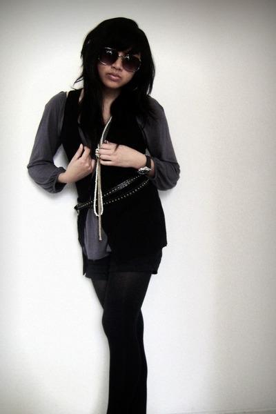 black f21 vest - gray unknown blouse - black Old Navy shorts - black unknown tig