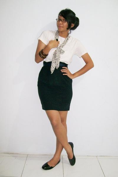 White Ts Shirts Black Skirts Black Shoes White Scarves