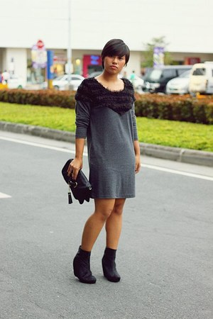 black fur boots - gray Monster Closet dress - black Aldo bag