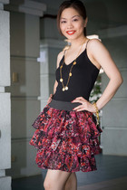 black top - red crescent clothing skirt - gold tippystop necklace - gold tippyst