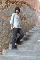 Pull & Bear top - H&M pants - Linda Farrow Vintage sunglasses - energy shoes
