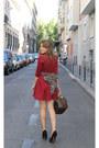 Queens-wardrobe-dress-louis-vuitton-bag-zara-heels