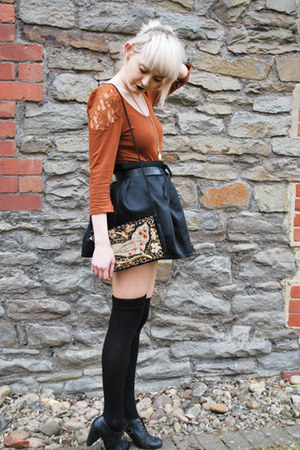 black embroidered vintage bag - black Primark socks