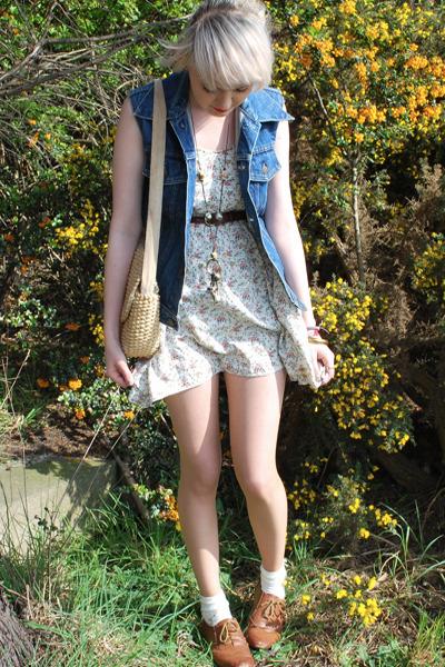 white mini dress Topshop dress - navy denim Levis jacket - eggshell basket vinta