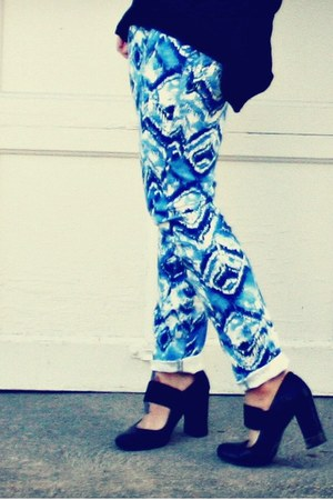 aztec pants - shoes - sweater