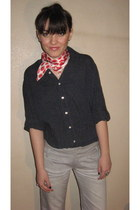 red Aldo scarf - jeans - silver - black shirt