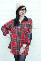 off white beanie vintage hat - brick red Trashy Vintage shirt - black opaque tig