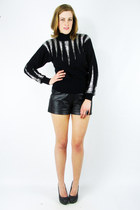 Black-trashy-vintage-sweater