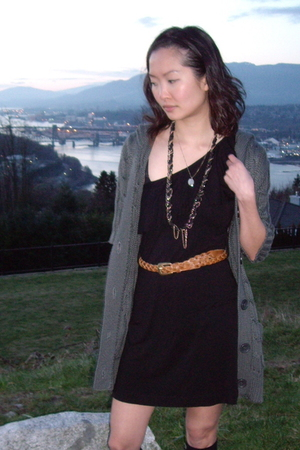 gray unknown sweater - black Forever 21 dress - gold Forever 21 necklace - unkno