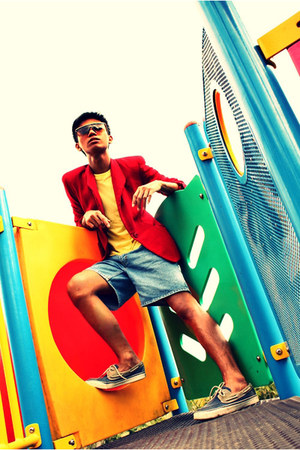 navy sperry shoes - red Customized blazer - yellow giordano shirt - blue Levis s
