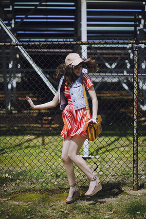 nude baseball madewell hat - salmon striped eShakti dress
