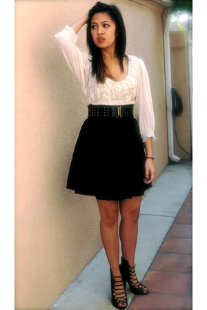 black H&amp;M skirt - beige Macys top - black shoes
