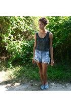 gray wren top - blue Levis shorts - blue Zalo shoes