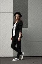black Zara jeans - black H&M hat - black Stradivarius blazer