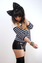 blue vintage top - black h&m tokyo shorts - black cut off tights socks - black k