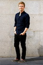 Charcoal-gray-boat-sperrys-shoes-black-skinny-jeans-levis-jeans