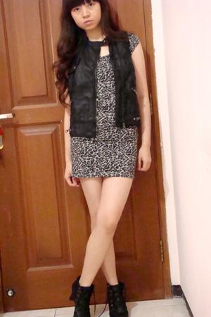 gray Zara dress - black Zara vest - black random brand boots