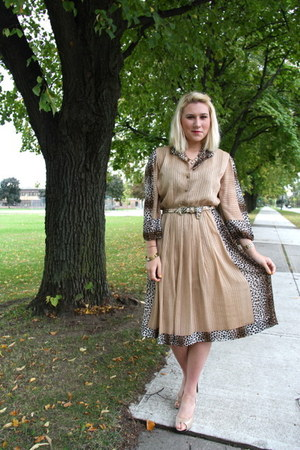camel from paris vintage dress - mustard vintage belt - beige Michael Kors heels