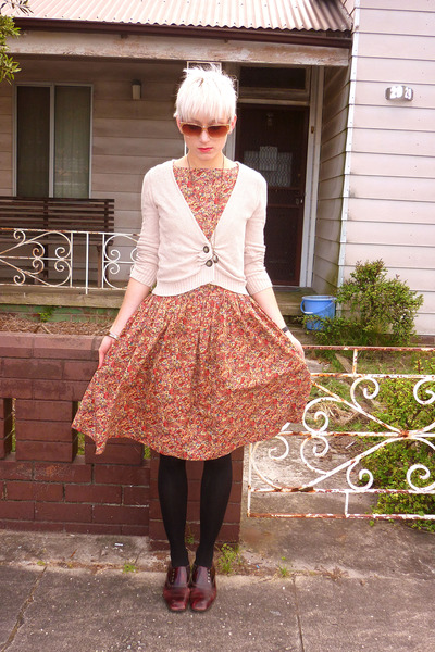 peach cotton floral vintage dress - maroon leather vintage shoes
