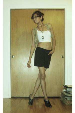 Andersen & Lauth vest - Meg shorts - roberto vianni shoes - le chateau necklace