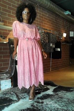 bubble gum vintage dress - Ray Ban sunglasses - Ellie heels