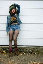 blue cut off Guess shorts - dark brown Doc Marten boots