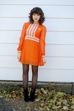 orange hemmed vintage dress - black Steve Madden boots