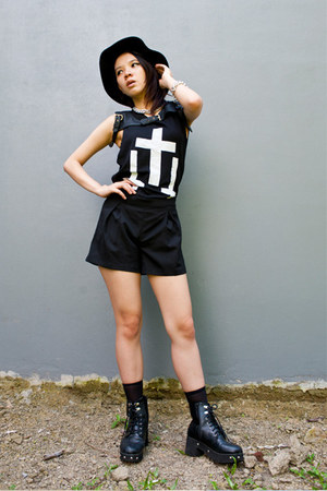 KML boots - belive me hat - Danjyo Hiyoji shorts - Label Cut top