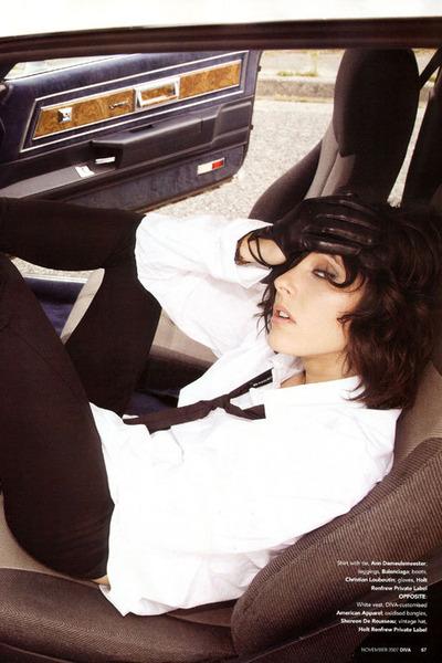 black gloves - white shirt - black leggings