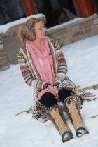 pink fringe Akira sweater - black winter sorell boots