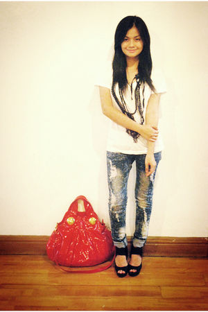 white Zara t-shirt - blue jeans - black H&amp;M shoes - red Gucci purse - black H&amp;M 