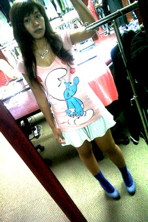 pink Zara t-shirt - white skirt - blue socks - blue shoes